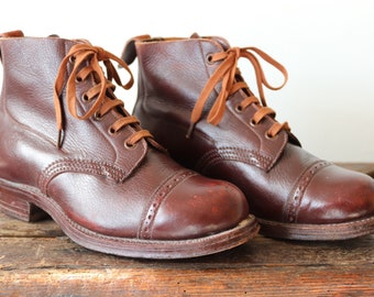Vintage 1940s 40s kids childrens brown leather brogue dealer ankle boots handmade lace up reenactment theatre costume UK  size 2 boys girls
