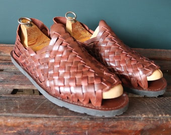 Vintage St John's Bay brown plaited leather Huarche sandals Huarches Hurrache summer US 13 UK 12.5 EUR 47 tyre soles made in Brazil surf