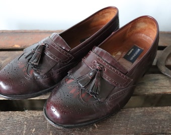 Vintage oxblood leather Bostonian tassel loafers slip on shoes Ivy League style mod wing tip US 9 mens womens unisex