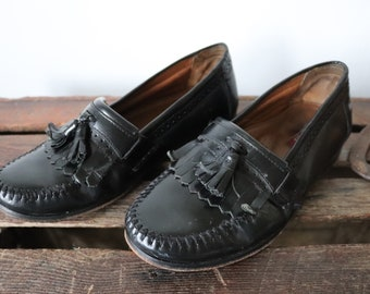 Vintage black leather Bass tassel loafers slip on shoes Ivy League style mod US 8.5 mens womens unisex