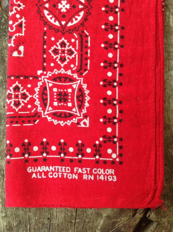 "Vintage 1960s 60s turkey red cotton bandana western rockabilly pocket square color fast RN14193 17"" x 19"""