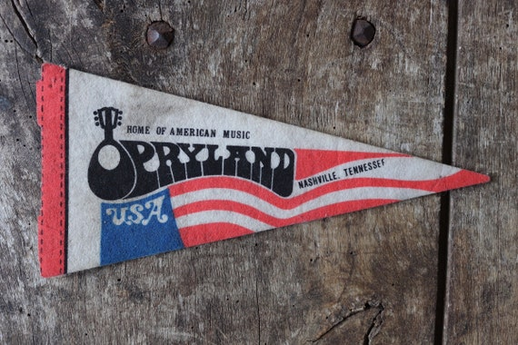 Vintage 1980s 80s red white blue felt pennant flag tourist souvenir American Americana Nashville Opryland grand ole opry wall decor