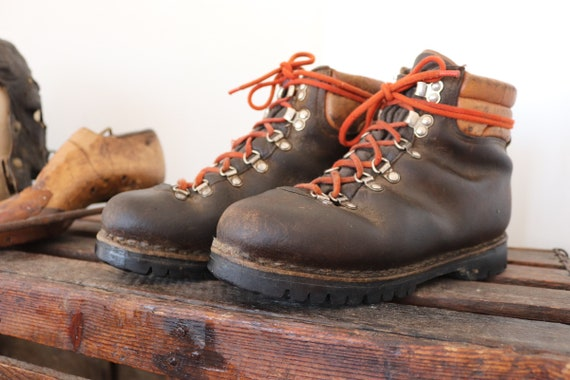 Vintage 1970s 70s brown leather hiking boots made in Italy Vibram soles rugged walking outdoors