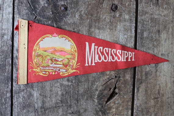 Vintage 1960s 60s red felt pennant flag tourist souvenir American Americana Mississippi retail shop display wall decor