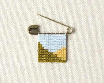 One Of a Kind Vintage Safety Pin Beaded Art Brooch Hand Woven / no.5
