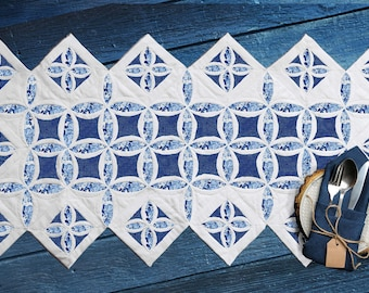 Cathedral Window runner tutorial. PDF download + printable patterns + Video instructions.