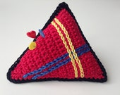 crocheted triangle pincus...