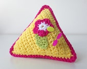 crocheted triangular pinc...