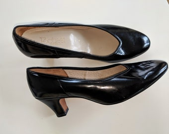 4e7fbb6cd537a1 Vintage *Made in Australia* Black gloss leather PUMPS/SHOES by Footrest* retro rockabilly classic glam* Near perfect condition