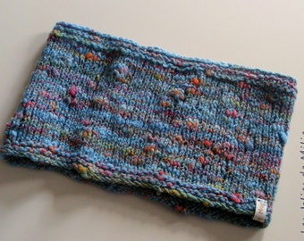 blue cowl, hanspun and hand knitted, merino wool