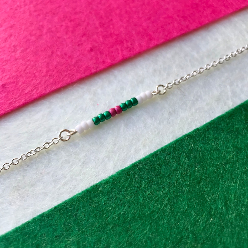 minimal bar necklace with toho beads white boho fashion green colorful fun pink glassbeads Beaded Barnecklace festival trend
