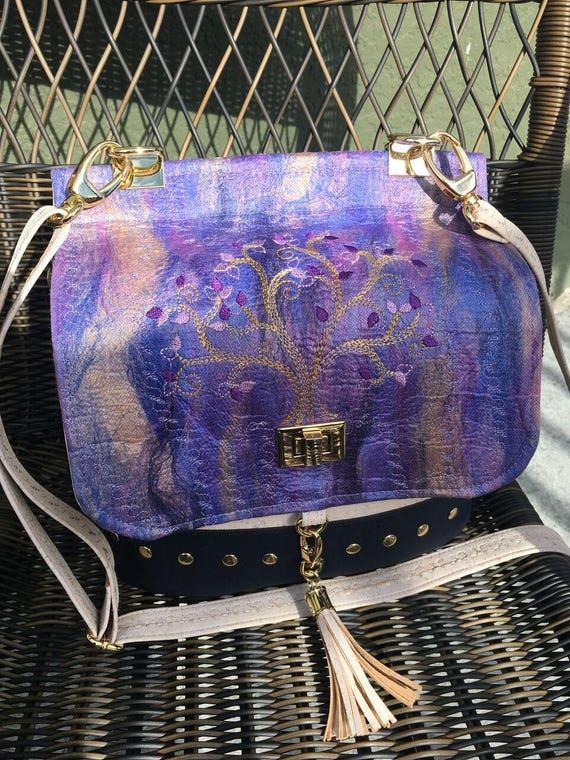 Podium Cross Body Bag design par Chris W. Designs