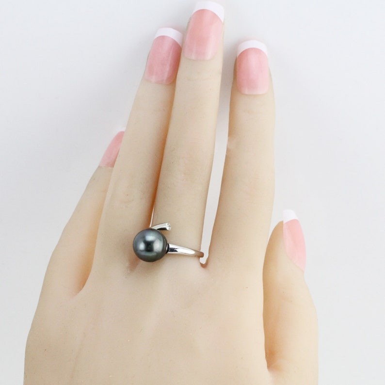 Tahitian pearl ring,natural peacock black sea pearl ring,saltwater south sea pearl ring,silver CZ faux diamond oval shape tahiti pearl ring