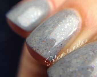 Gargoyle - 5 ml mini - grey creme with white, gunmetal, gold and copper flecks - indie polish by ALIQUID Lacquer