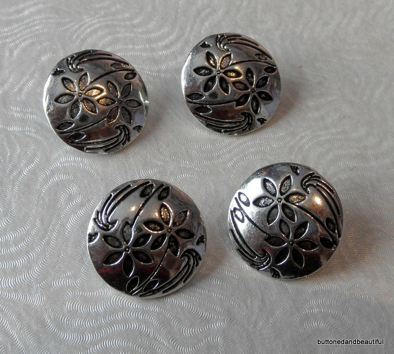 4 Antique Silver Shank Buttons With A Flower Design 17mm