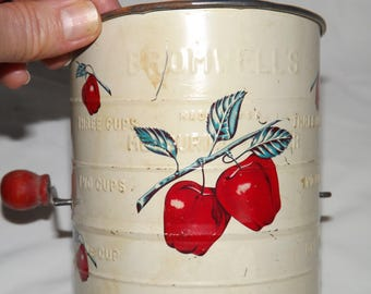 Bromwell's Measuring Flour Sifter, Vintage, Cream with Red Apples, 3 Cup Capacity, Steel, Red Wood Knob, Country Decor, Housewarming Gift