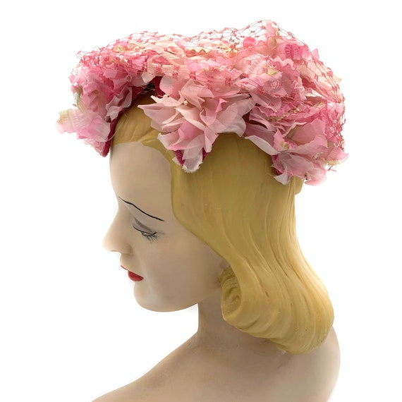 1950s Pink Floral Hat With Veil Overlay - image 3