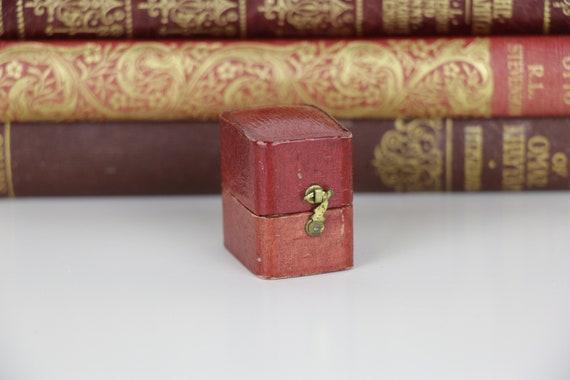 Antique Ring Box  Engagement or Wedding Ring Box V