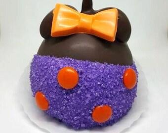 MINNIE inspired Halloween Caramel Apples. Minnie halloween. Halloween treats. Halloween party. Kids halloween party. Party favors