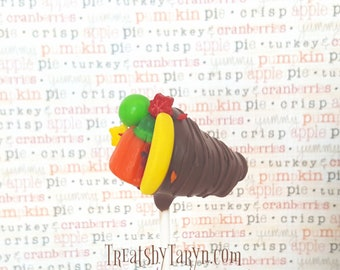 Cornucopia cake pops. Turkey cake pops. Thanksgiving treats. Thanksgiving cake pops. Thanksgiving pops. Thanksgiving gift. Acorn cake pop