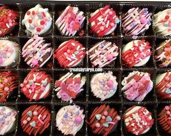 Mini Valentine chocolate covered Oreo gift set. Vday oreos. Valentines day treats. Valentine gifts. Galentines favors. Chocolate oreos