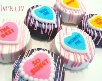 Valentine's day chocolate covered oreos. Valentines oreos. Valentine's day. chocolate. oreos. Valentine's day treats. Conversation hearts