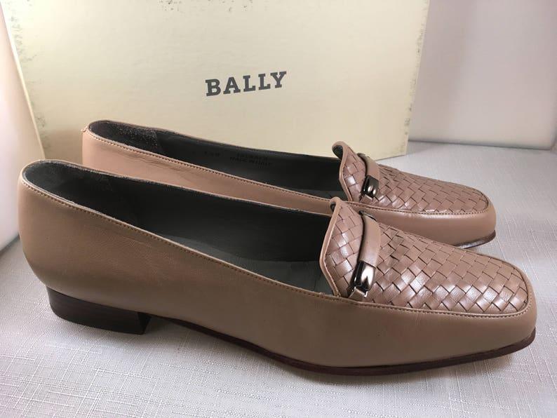 1e0a98cef5c Bally Vintage Women s Beige Loafers US size 7-1 2 Medium