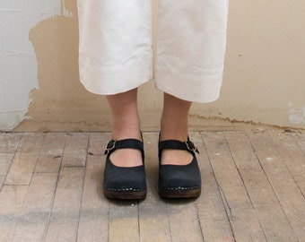 Swedish Wooden Clogs for Women / Sandgrens Clogs / Mary Jane Closed Back / Women Low Heel Shoes / Nubuck Leather Clog / Black