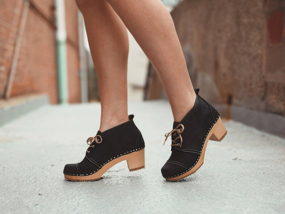Stockholm Chukka – Bottes – Talons mi-hauteur-Nubuck–Sandgrens sabots–Tendance  féminine–Talon tendance–Chaussures suédoises–Mode chaussures e2f60fdaee63