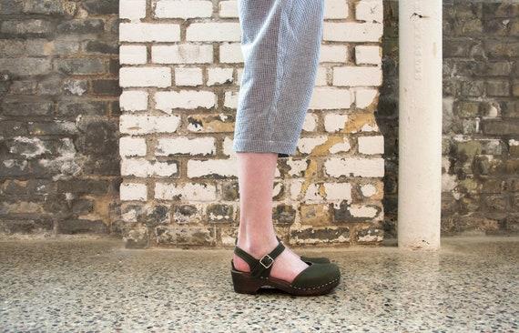 up-to-date styling grandi affari ufficiale Svedese zoccoli per le donne a mano in pelle scarpe tacco basso in legno  cinturino Sandali nuovo collezione viola Clog Sandali Sandgrens Saragasso