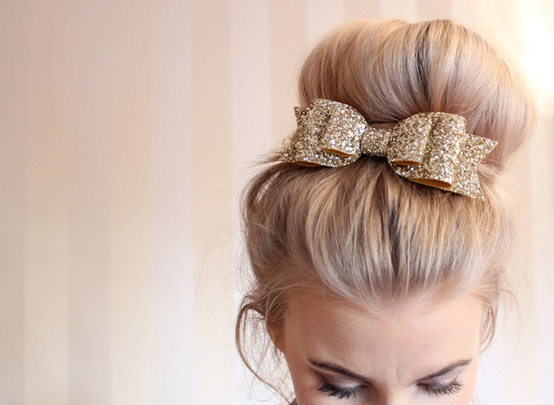 Oversized Large pale gold glitter fabric bow hair clip For image 0