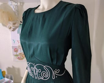 VINTAGE  1980s Forest Green Pleated Skirt Dress with White Embroidered Waistline & Beading - 1940s and Dita Von Teese vibes