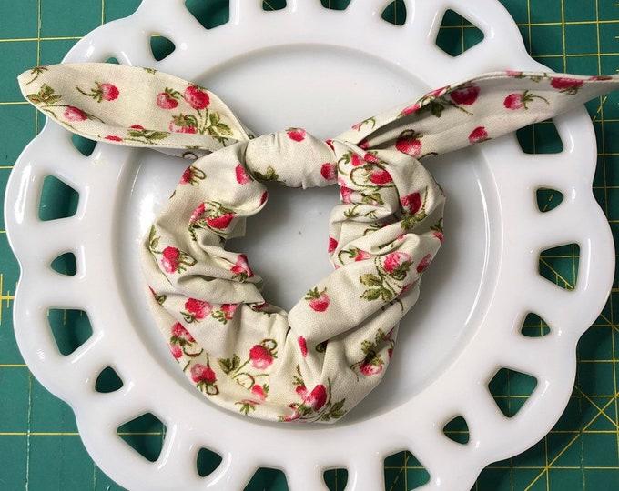 Bow Tie Scrunchie Strawberry Mint