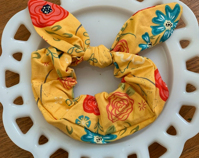Bow Tie Scrunchie Yellow Floral