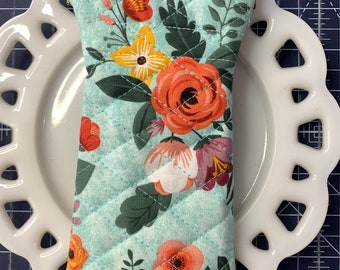 Quilted Glass Case with Flexible Frame Closure Aqua Floral