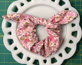 Bow Tie Scrunchie Petite Pink