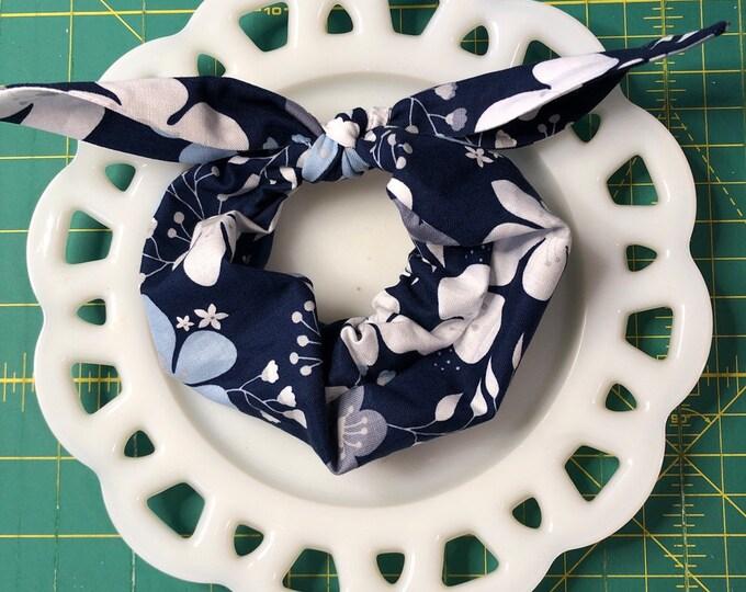 Bow Tie Scrunchie Navy Floral