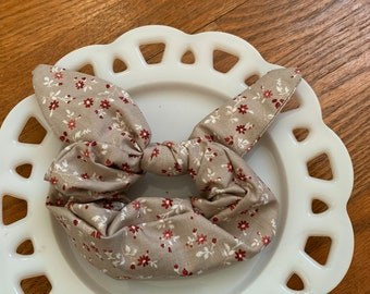 Bow Tie Scrunchie Petite Taupe