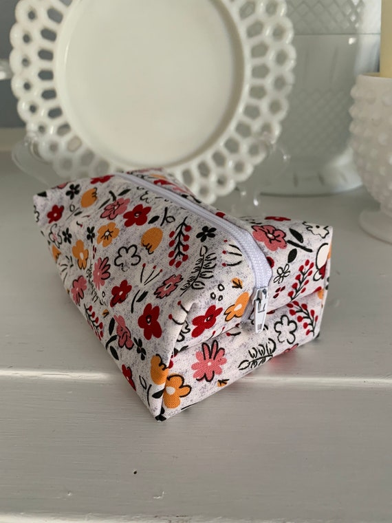 Minnie Mouse Floral Cosmetic Case