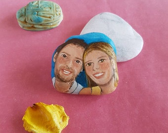 Hand painted stone with couple portrait, custom made portrait on pebble, cute gift for birthday or anniversary, unique gift for lovers