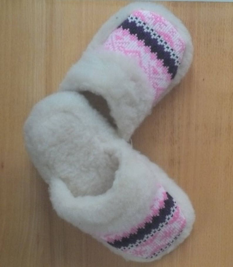 54133d0c3c7 Sheep wool slippers Fur sandals with bright knit decor Woman
