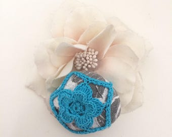 Blue Flower Lace Pebble made in Italy, blue Crochet Covered pebble, Love gift, Home Decor, Romantic Wedding. Fiorellino turchese su ciottolo
