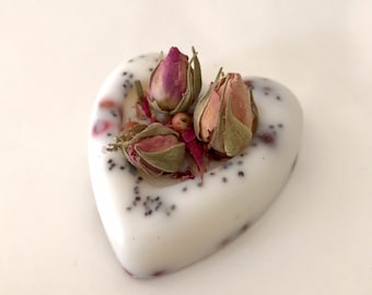 Wax hearts with flowers - Waxes scented with Rose, herbs and spices. Favors. Valentine. Mother's Day. Romantic gift.