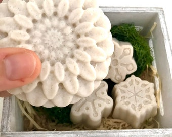 Salted Coconut - Salt soap 100% Coconut Oil and Coconut Milk. For a deep but delicate cleansing of the skin.