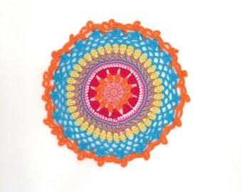 Mandala a crochet, centrini multicolor, Mandala arcobaleno da usare in piano o da appendere. 100% puro cotone Made in Italy.