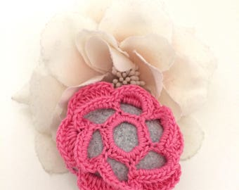 Rose Flower Lace Pebble made in Italy, Rose Crochet Covered pebble, Love gift, Home Decor, Romantic Wedding. Fiore rosa. San Valentino