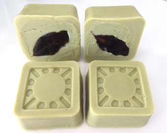 Laurel soap with extra virgin olive oil, Aleppo-like soap, cold saponification, with 20% laurel extract.