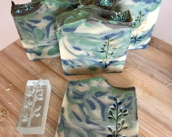 Total Relax soap with sage, chamomile and lavender. Artisanal cold saponification with olive oil, Vegan Ok, Palm Oil free.