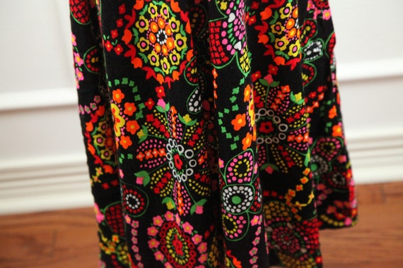 Vintage 60s 70s Barkcloth Wrap Halter Dress Black… - image 9