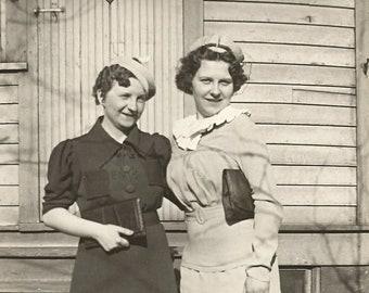 Instant Download Estimated 1930s B&W vintage photo picture Women Sisters Friends